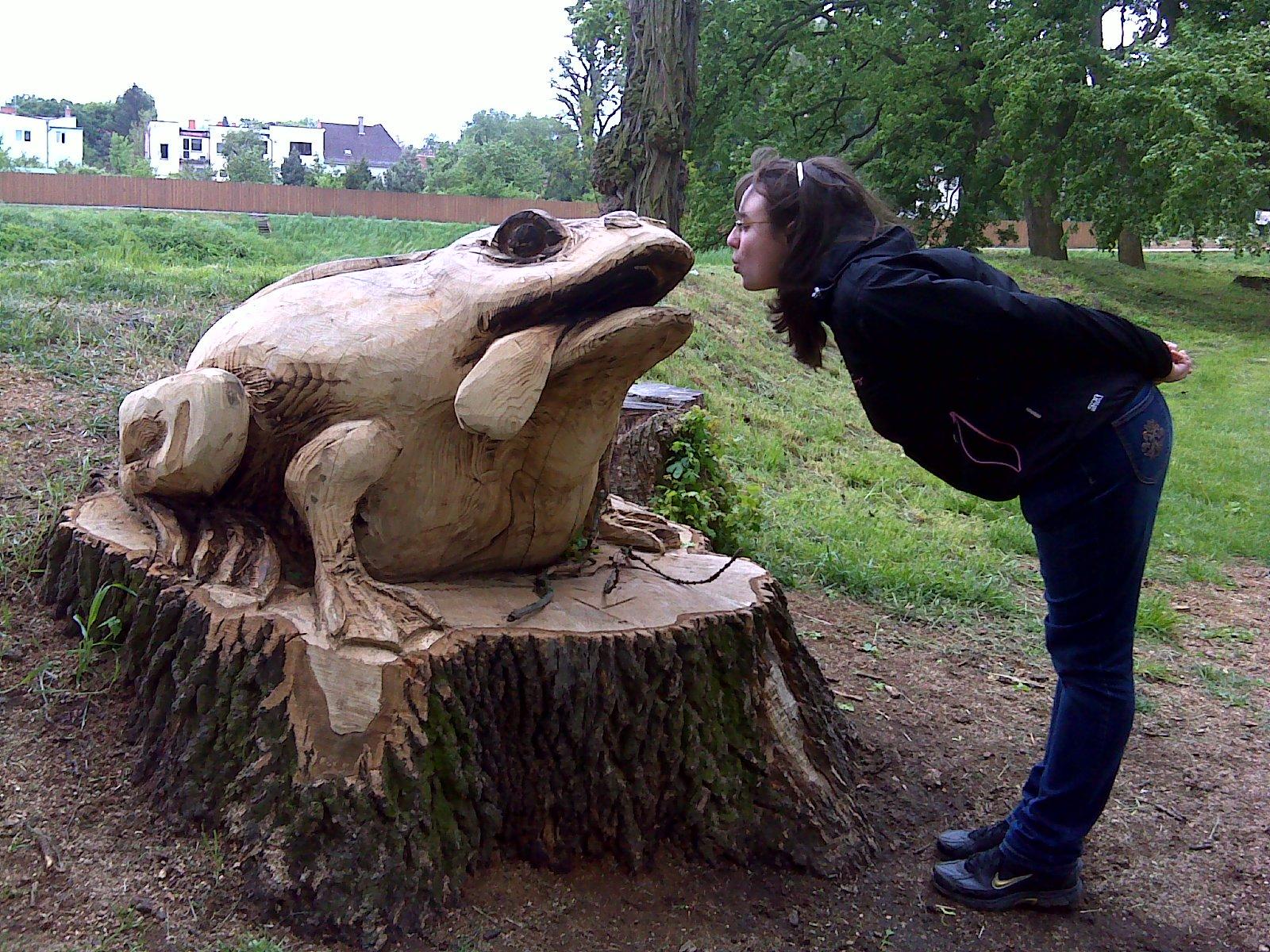 líbám žábu